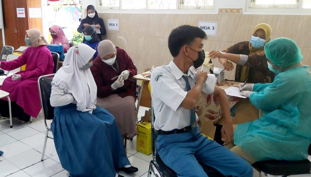 Biar Tidak Was-Was Ikuti PTM, SMAN 18 Surabaya Gelar Vaksinasi Untuk Sejumlah Siswa