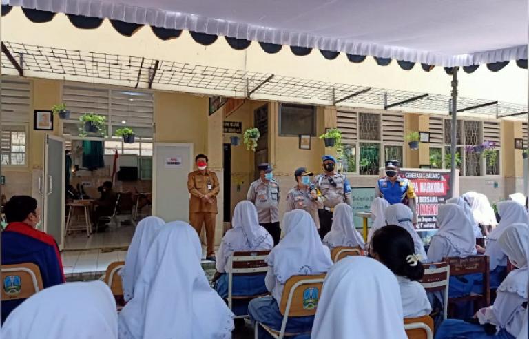 SMA Negeri 18 Surabaya Lakukan Vaksinasi Ke-2
